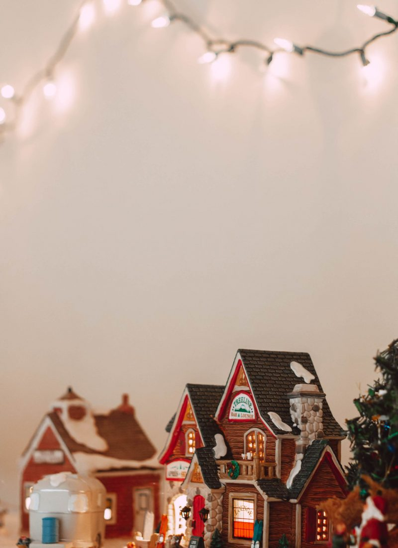 How to Start a Collection of Holiday Village Pieces
